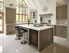 A contemporary twist on a classic shaker kitchen, including feature island, bespoke storage and built-in luxury appliances. Modern Shaker Kitchen, Shaker Style Kitchens, Modern Kitchen Design, New Kitchen, Contemporary Kitchens, Family Kitchen, Green Kitchen, Fitted Kitchens, Kitchen Dining