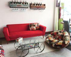 Explosión de #creatividad latina.  Sorprende en tus espacios con un toque de color y textura...💕✨dale #armonía a tu hogar con nuestros hermosos diseños que resaltatan la elegancia y comodidad de estos tiempos modernos.   #ambienteselements #furniturestore #interiordesign #elementsmuebles #elements #puffluna #sofaantonella #cava #vino #redwine #eleganciaycomodidad #comodidad #modern #sala #misespacios Interiores Design, Latina, Couch, Furniture, Home Decor, Pop Of Color, Home Decorations, Wine, Elegance Fashion