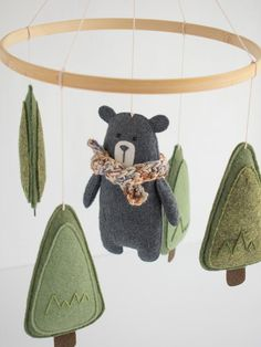 New moms 556335360221133136 - Woodland Mobile Forest Baby Mobile Baby Mobile Woodland image 1 Source by drinedec Woodland Mobile, Woodland Baby, Woodland Nursery, Woodland Forest, Baby Crafts, Felt Crafts, Diy Bebe, Baby Mobile, Felt Baby