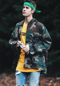 tenue-retro-anne-90-style-vintage-veste-militaire-jean-troué-justin-bieber
