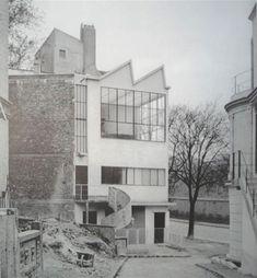 """Le Corbusier realisiert in Paris, in der Avenue Reille 1923 das Atelier für den Maler Ozenfant (Benton 1984, 17, 40). … radikal modern und bar jeglicher Merkmale des """"Nachlebens der Antike"""" (Warburg n. Gombrich 1967, 391f.)"""
