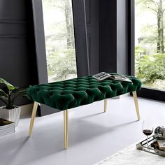 Emerald Green Bedrooms, Emerald Bedroom, Gold Bedroom, Emerald Green Decor, Velvet Bedroom, Master Bedroom, Living Room Green, Green Rooms, Living Room Decor