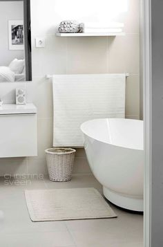 Christine Sveen: Bad til inspirasjon Bathroom Inspiration, Interior Inspiration, Bathroom Colors, Bathroom Ideas, Shower Ideas, Laundry In Bathroom, Shower Tub, Home Renovation, Modern Bathroom