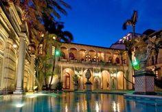 Te koop: villa 'Casa Casuarina' waar de Italiaanse modeontwerper Versace vermoord is - De Standaard