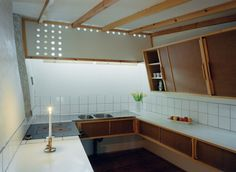 Le Corbusier et Charlotte Perriand Scandinavian Architecture, Space Architecture, Moving Furniture, Built In Furniture, Rustic Kitchen Decor, Wooden Kitchen, Dining Area Design, Mid-century Interior, Box Houses