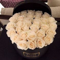 white luxury flowers pink roses presents maison des fleurs nomediocre Luxury Flowers, Fresh Flowers, Beautiful Flowers, Flower Power, My Flower, Deco Floral, Floral Design, Holiday Fashion, Holiday Style