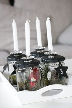 Make your own advent wreath: ideas for a Scandinavian advent wreath in a glass. The black and white advent wreath with moss is guaranteed to be needle-free. To make the Advent wreath quickly and easily in the Skandi design, you only need a few materials. Christmas Wreaths, Christmas Decorations, Xmas, Diy Candles Design, Advent Candles, Advent Wreath, Black Candles, Deco Table, Scandinavian Christmas
