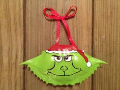Hand painted crab shell ornament  The Grinch by SeaIslandArtworks, $9.95 Seashell Candles, Seashell Ornaments, Seashell Art, Seashell Crafts, Christmas Tree Ornaments, Crab Crafts, Sand Crafts, Beach Crafts, Shell Painting