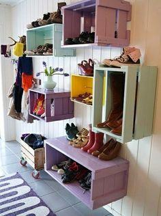 Corridor design ideas homemade shoe racks colorful wood Diy Storage, Diy Organization, Shoe Storage, Organizing Ideas, Storage Ideas, Storage Solutions, Homemade Shoe Rack, Baby Clothes Storage, Diy Regal