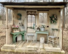 titel Nell Oa Zonder titel Nell Oa Zonder titel Nell Oa Recycled garden shed I love how open it is More Rustic Vintage Shabby Charm December 2 2018 ZsaZsa Bellagio L. Garden Shed Diy, Backyard Sheds, Garden Cottage, Backyard Landscaping, Easy Garden, Rustic Gardens, Outdoor Gardens, Outdoor Rooms, Outdoor Living