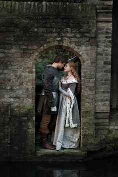 Still of Rebecca Ferguson and Max Irons in The White Queen (2013)