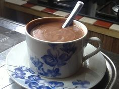 O Chocolate Quente Cremoso é delicioso, fácil de fazer e vai aquecer o seu dia com muito sabor. Experimente! Veja Também:Fatias Húngaras Veja Também:Bolo