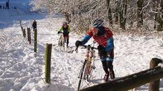 El Dr James Pearson de la Universidad Metropolitana de Cardiff nos explica como el frio afecta al ciclista y su velocidad en la bici.