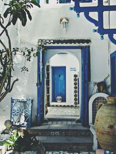 Blue and white — a combination that translates everywhere. Sidi Bou Said, Tunisia. Photo credit: 1336 Miles Apart Tumblr
