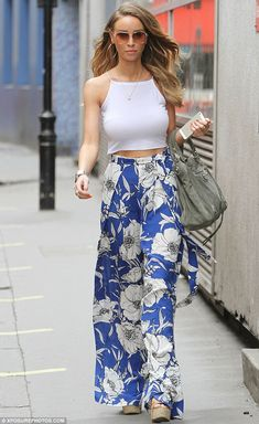 Feeling floral: Lauren Pope kept her pins hidden under a pair of palazzo pants when she stepped out in New York on Saturday Blumenhosen Outfit, Floral Pants Outfit, Lauren Pope, Chic Outfits, Spring Outfits, Fashion Outfits, Womens Fashion, Printed Trousers, Palazzo Pants