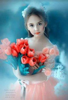 Lovely Sweetheart with a bouquet of flowers. Beautiful Little Girls, Beautiful Girl Image, Beautiful Children, Beautiful Babies, Cute Baby Girl Pictures, Cute Girl Pic, Cute Girls, Cute Pictures, Little Girl Photography