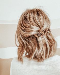 cutest half up hairdo! cutest half up hairdo! Know your hair type More than anything, taking care of Up Hairdos, Prom Hairstyles For Long Hair, Pretty Hairstyles, Formal Hairstyles, Thin Hairstyles, Hairstyle Ideas, Hairstyles 2016, Everyday Hairstyles, Wedding Hairstyles