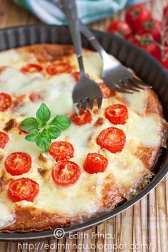 This potato and cherry tomato frittata includes potatoes and cherry tomatoes, along with feta cheese. This Italian egg dish offers incredible flavors. Easy Frittata Recipe, Frittata Recipes, Italian Dishes, Italian Recipes, Breakfast Items, Breakfast Recipes, Around The World Food, Healthy Summer Recipes, Healthy Foods