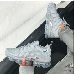 35 Best Nike Sneakers Of 2019 that have to be in your wardrobe this season. AIR MAX Nike Air Max 270 and Air Vapormax Plus Best Nike Running Shoes, Nike Air Shoes, Nike Air Vapormax, Cute Sneakers, Sneakers Mode, Sneakers Fashion, Yeezy Sneakers, Sporty Fashion, Sporty Chic
