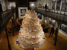 Lexpo Babel au Museum du Botanique, avec la Tour de livres de Jakob Gautel