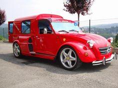 Fourgonnette 2CV sur un châssis de Ferrari 355 avec moteur.
