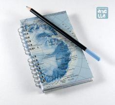 Libreta hecha a mano reciclando un viejo atlas.