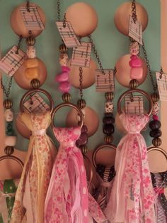 borlas para picaportes - Buscar con Google Textile Jewelry, Fabric Jewelry, Diy Craft Projects, Diy And Crafts, Arts And Crafts, Shabby Chic Hearts, Wooden Keychain, Tassel Curtains, How To Make Tassels