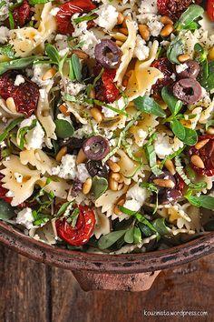 Σαλάτα ζυμαρικών με ψητά ντοματίνια/Roasted cherry tomato pasta salad