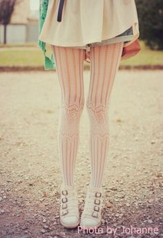 Adore the textured pattern of these tights