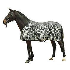 Vliegendeken met Zebra strepen voor een natuurlijk schrikeffect tegen vliegen. Voorzien van verstelbare dubbele sluiting bij de borst, kruissingels, staartriemen, extra lange zijkanen en hoogwaardige-sterke stof. Insectensteken zijn hier gewoon niet mogelijk.