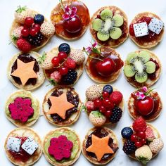Which one would you like 🤔😍? Flash back Friday to the baby pancakes topped with homemade spreads and fruit love.  Recipe for both the pancakes and the spreads are here on older post. Happy friday beautiful people 🤗💞💐. #fruit #fruits #mango #chocolate #healthyfood #berries #stars #cherries #papaya