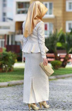 Mihrimah Abiye Takım - Ekru Hijab Fashion Summer, Abaya Fashion, Modest Fashion, Fashion Dresses, Maxi Dresses, Fashion Clothes, Hijab Evening Dress, Hijab Dress, Hijab Outfit