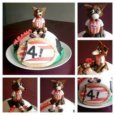 Een PSV taart met halve voetbal en geboetseerde Phoxy.