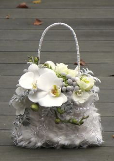 A stylish and refreshing alternative to the original bridal bouquet Created with Bolsa Flora III www.bolsaflora.com
