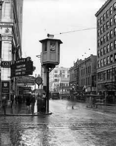 Traffic tower on Fourth and Pike in Seattle. Сirca 1925