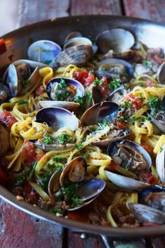 Linguine with Clams and Chorizo Never cooked clams before…something to try! Linguine with Clams and Chorizo Clam Recipes, Fish Recipes, Seafood Recipes, Pasta Recipes, Cooking Recipes, Healthy Recipes, Octopus Recipes, Seafood Pasta, Seafood Dinner