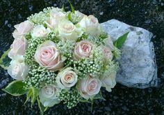 Thalea roses and wedding roses, bridal handtied.