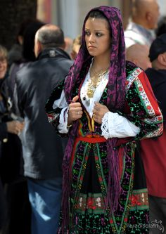 costume lula - cavalcata sarda 2010 Folk Fashion, Diy Fashion, Fashion Design, European Costumes, European Dress, Europe Fashion, Folk Costume, Sardinia, Traditional Outfits