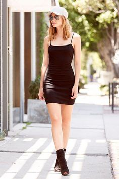 You'll feel sexy as can be in the Flaunt It Black Bodycon Dress! This stretch knit number features skinny spaghetti straps and a darted bodice. Casual Cocktail Dress, Cocktail Dresses With Sleeves, V Neck Cocktail Dress, Bodycon Looks, Black Bodycon Dress, Dress Black, Boho Floral Dress, Sexy Dresses, Fashion Outfits