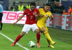 A Milli Futbol takimi Romanya ile deplasmanda 2004 Dunya Kupasi eleme maci icin karsi karsiya geldi.