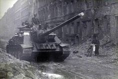 SU-100 Military Pictures, Ww2 Pictures, Tank Armor, Soviet Army, Military Armor, Tank Destroyer, Armored Fighting Vehicle, Battle Tank, World Of Tanks