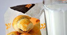 """Ποιος λέει """"όχι"""" σ' αυτό το μικρό πειρασμό; Υλικά για32 κομμάτια 4-5 κούπες αλεύρι για όλες τις χρήσεις 1 φακελάκι ξηρή μαγιά ή ένα κύβο(42 ... Bread, Food, Brot, Essen, Baking, Meals, Breads, Buns, Yemek"""