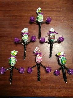 Cheerleader Blow Pops, Cute For Goodie Bags. Cheer Gift Bags, Cheer Coach Gifts, Cheer Coaches, Cheer Gifts, Cheer Bows, Coach Presents, Cheer Camp, Football Cheer, Cheer Dance
