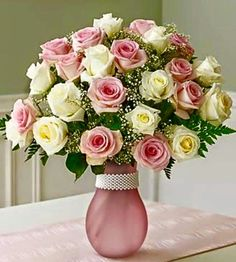 New Birthday Flowers Bouquet Beautiful Roses 21 Ideas Beautiful Roses, Fresh Flowers, Beautiful Flowers, Rosen Arrangements, Floral Arrangements, 800 Flowers, Silk Flowers, Deco Floral, Beautiful Flower Arrangements