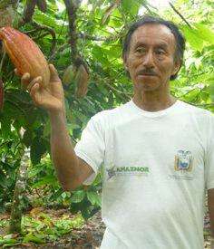 Rio Napo Schokolade ist eine Delikatesse und zugleich ein sehr spannendes Beispiel für nachhaltiges Wirtschaften im Regenwald. Nadine Guthapfeln hat die Region besucht, viele Ecuadorianer kennen gelernt und lädt gleich zu einer Studienreise ein.    Mehr dazu im Blog:  http://blog.faircustomer.ch/?p=2231