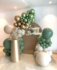 Gold Birthday Party, Birthday Party For Teens, Happy Birthday, Balloon Decorations Party, Bridal Shower Decorations, Birthday Party Decorations, Balloon Arch, Balloon Garland, Quinceanera Themes