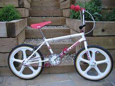 1982 Redline MX-III - BMXmuseum.com Bmx Bicycle, Bmx Bikes, Retro Kids, Redline, Kids Bike, Bike Design, Old School, Cycling, Skateboards