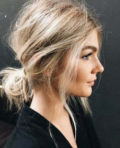 Effortlessly undone hair beauty 35 classy and modern messy hair looks you should try Pelo Midi, Low Bun Hairstyles, Wedding Hairstyles, Hairstyles 2016, Updo Hairstyle, Shoulder Length Hairstyles, Quinceanera Hairstyles, Gorgeous Hairstyles, Hairstyles Pictures