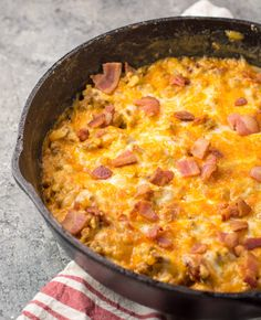 This One Pan Keto Bacon Cheeseburger Skillet has only net carbs and is loaded with ground beef, bacon, a creamy sauce and cheese! This keto dinner is ready in under 20 minutes! Low Carb Keto, Low Carb Recipes, Diet Recipes, Cooking Recipes, Slimming Recipes, Keto Cheese, Bariatric Recipes, Ground Beef Recipes, Keto Dinner