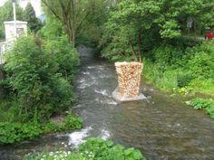 """Installation """"Klafter II"""" von Sebastian Böhm und Werner Müller in der Mündung des Flusses Laasphe in die Lahn, 18. Juni bis 24. Dezember 2012"""